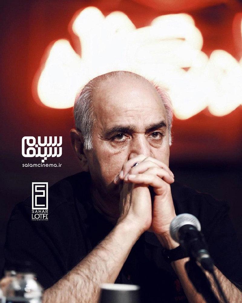 پرویز پرستویی در نمایی از نشست خبری سریال «هم گناه»
