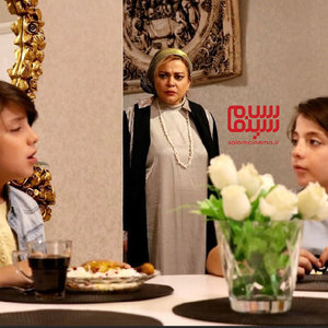 بهاره رهنما، طاها عابدی و ماهان عابدی در فیلم «پیشی میشی»