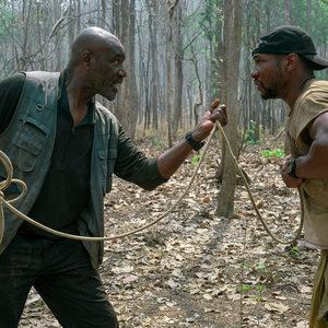 جاناتان میجرز و دلروی لیندو در فیلم «5 هم خون» (Da 5 Bloods)