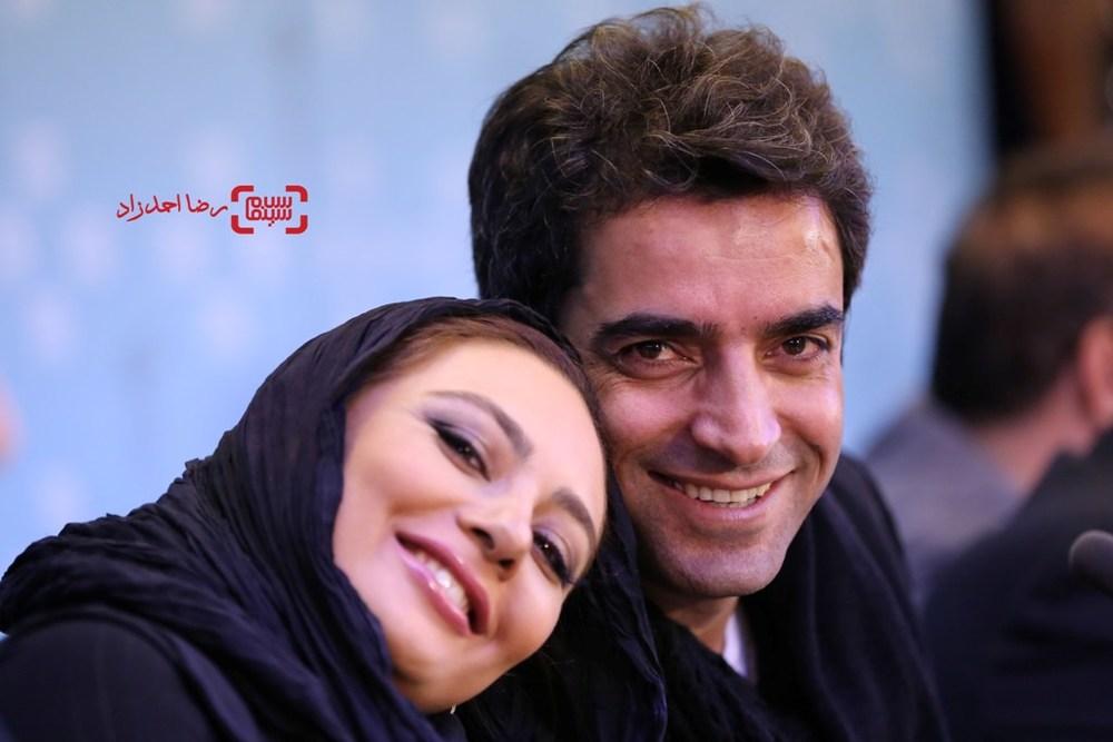 یکتا ناصر و همسرش منوچهر هادی در نشست خبری «کارگر ساده نیازمندیم» در سی و پنجمین جشنواره فیلم فجر