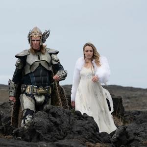 ویل فرل و ریچل مک آدامز در «مسابقه آواز یوروویژن: داستان حماسه آتش» (Eurovision Song Contest: The Story of Fire Saga)