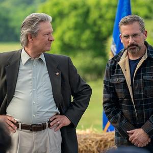 استیو کارل و کریس کوپر در فیلم «وسوسه انگیز» (Irresistible)