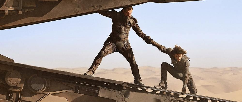 جاش برولین و تیموتی شَلِمِی در فیلم «تل ماسه» (Dune)