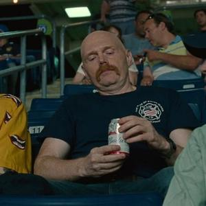 پیت دیویدسون و بیل بر در فیلم سینمایی «پادشاه استتن آیلند» (The King of Staten Island)
