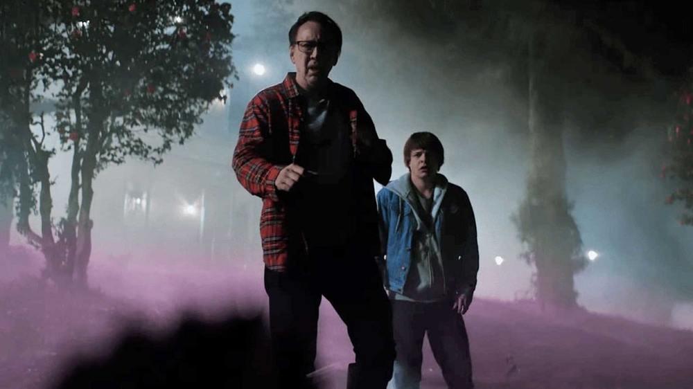 برندن میر و نیکولاس کیج در فیلم «رنگ خارج از فضا» (Color Out of Space)