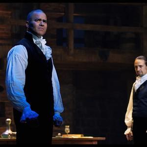 لین مانوئل میراندا و کریس جکسون در فیلم «همیلتون» (Hamilton)