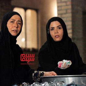 آزیتا حاجیان و ملیکا شریفی نیا در سریال «نجلا»