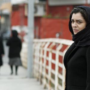 ساره بیات در نمایی از فیلم ناهید