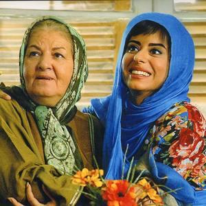 زهرا اویسی و مینا جعفرزاده در فیلم «اشک و سکوت»
