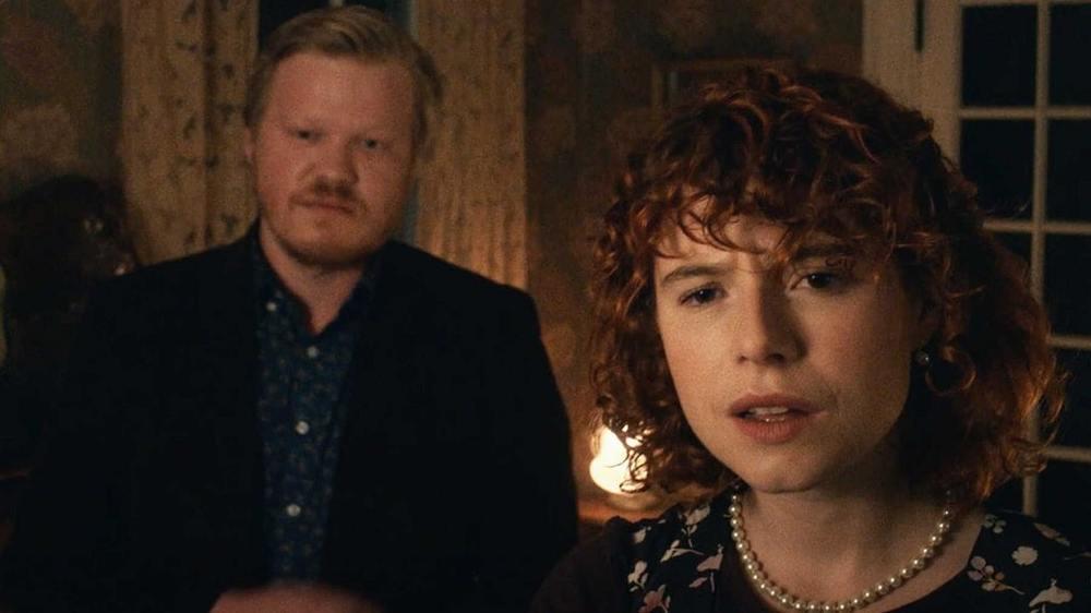 جسی باکلی و جسی پلمونس در فیلم «من به پایان دادن به اوضاع فکر می کنم» (I'm Thinking of Ending Things)