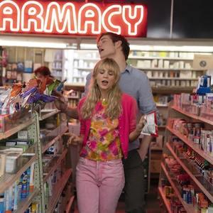بو برنهام و کری مولیگان در فیلم «نوید زن جوان» (Promising Young Woman)