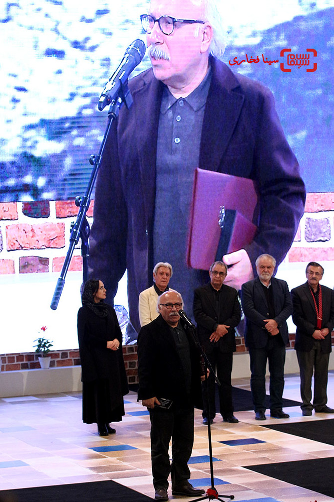 علیرضا داوودنژاد برنده جایزه ویژه هیئت داوران برای فیلم «فراری» در اختتامیه سی و پنجمین جشنواره فیلم فجر