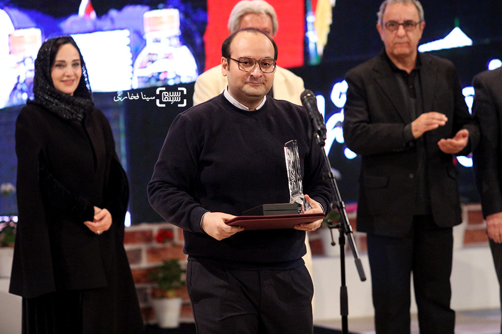 علیرضا علویان برنده سیمرغ بلورین بهترین صداگذاری برای فیلم «بدون تاریخ، بدون امضا» در اختتامیه جشنواره فیلم فجر