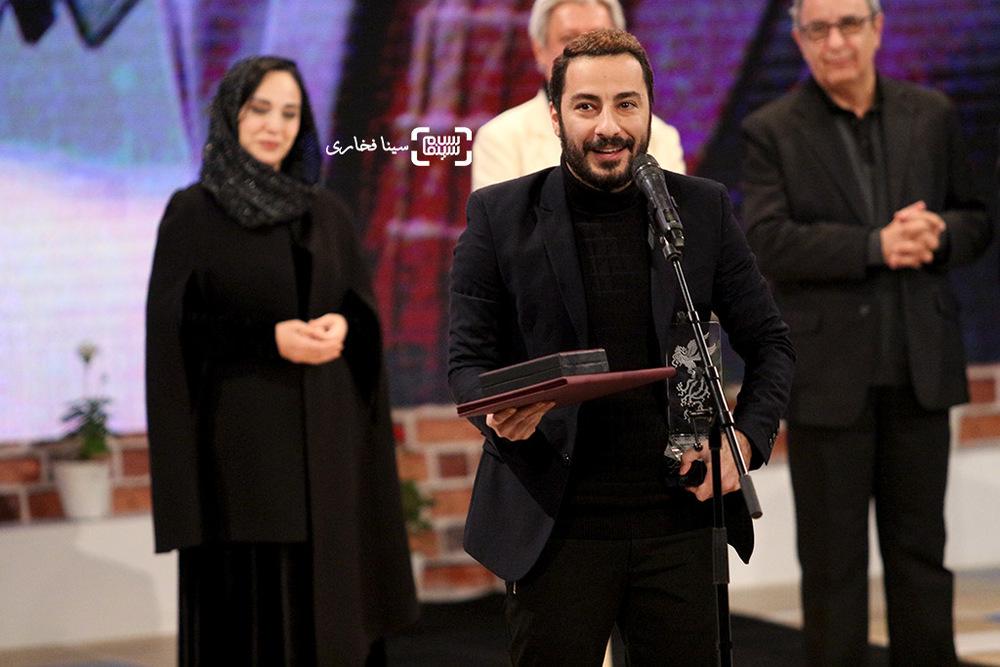 نوید محمدزاده برنده سیمرغ بهترین بازیگر مکمل مرد برای «بدون تاریخ، بدون امضا» در اختتامیه جشنواره فیلم فجر35