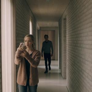 آماندا سایفرد و کوین بیکن در فیلم سینمایی «باید می رفتی» (You Should Have Left)