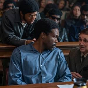 یحیی عبدل متین، مارک رایلنس و کلوین هریسون جونیور در فیلم «دادگاه شیکاگو 7» (The Trial of the Chicago 7)