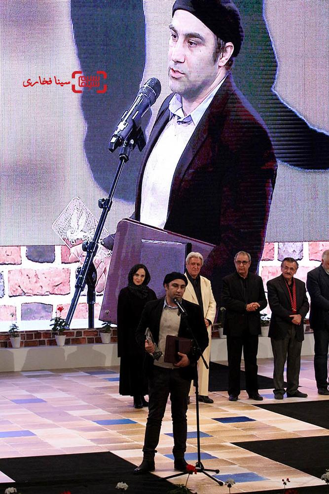 محسن تنابنده برنده سیمرغ بلورین بهترین بازیگر مرد برای «فراری» در اختتامیه سی و پنجمین جشنواره فیلم فجر