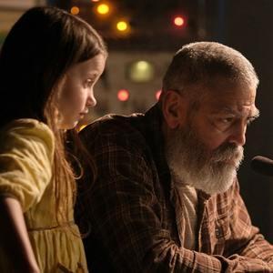 جرج کلونی و کائولین اسپرینگل در فیلم «آسمان نیمه شب» (The Midnight Sky)