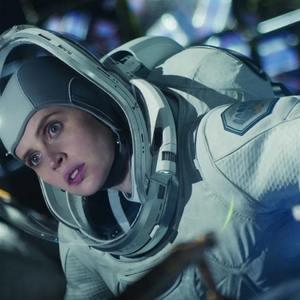 فلیسیتی جونز در فیلم «آسمان نیمه شب» (The Midnight Sky)