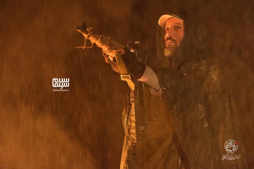 کامبیز دیرباز در فیلم «تک تیرانداز»