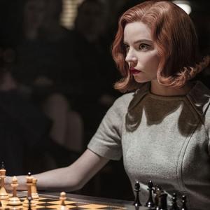 آنیا تیلور جوی در سریال تلویزیونی «گامبی وزیر» (The Queen's Gambit)