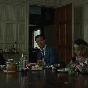 چارلی شاتول، کری کون و جود لا در فیلم «لانه» (The Nest)