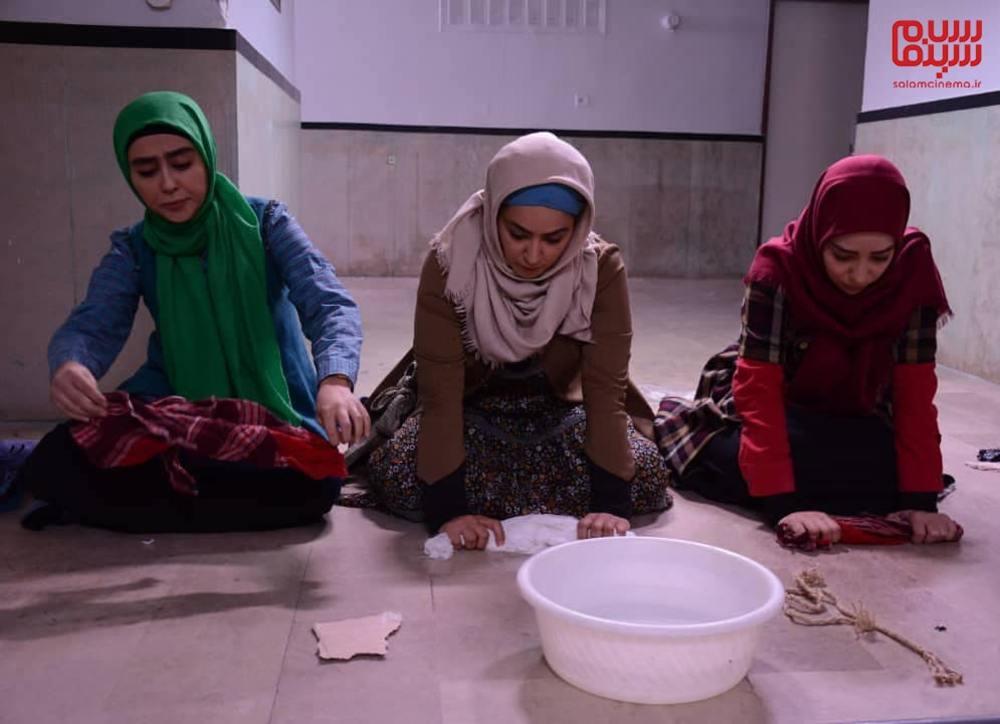 بهار داورزنی، فریبا طالبی و ستاره حسینی در سریال «پردیس»