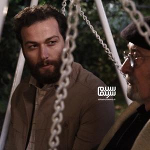 میلاد میرزایی و پرویز پورحسینی در سریال «بیگانه ای با من است»