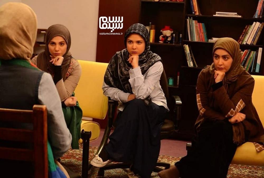 فریبا طالبی، نیلوفر هوشمند و محیا اسناوندی در سریال «پردیس»