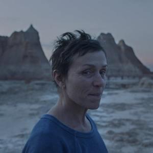 فرانسیس مک دورمند در فیلم سینمایی «سرزمین خانه به دوش ها» (Nomadland)