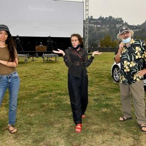 کلویی ژائو و فرانسیس مک دورمند در پشت صحنه فیلم «سرزمین خانه به دوش ها» (Nomadland)