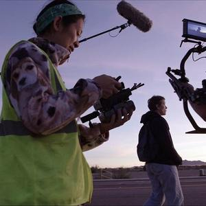 کلویی ژائو و فرانسیس مک دورمند در پشت صحنه فیلم سینمایی «سرزمین خانه به دوش ها» (Nomadland)