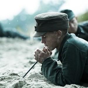 فیلم «زیر شن»(Land of Mine) یا (Under Sandet)