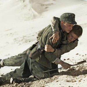 نمایی از فیلم «زیر شن»(Land of Mine)