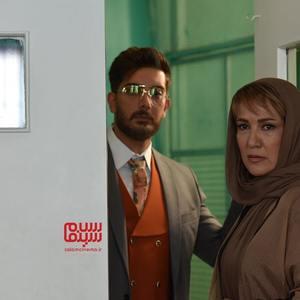 پانته آ بهرام و فرزاد فرزین در قسمت ۱ سریال «ملکه گدایان»