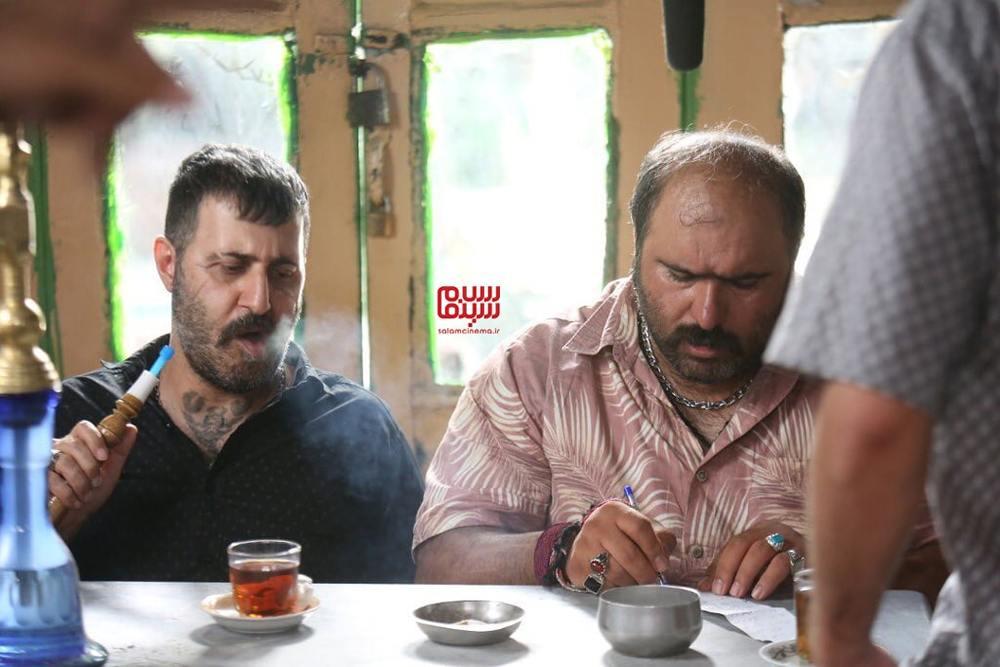 هومن حاجی عبدالهی و کاظم نوربخش در فیلم «لب خط»