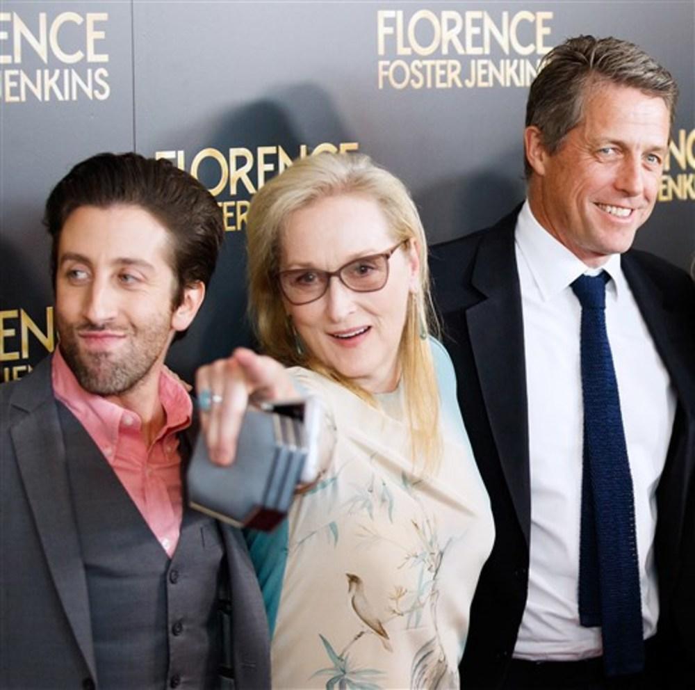 مریل استریپ، هیو گرانت و سایمون هلبرگ در فرش قرمز فیلم «فلورنس فاستر جنکینز»(Florence Foster Jenkins) در نیویورک