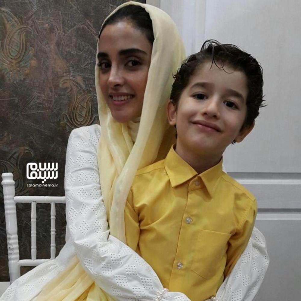 الهه حصاری و حسام رحیمی منش در پشت صحنه سریال «هشت و نیم دقیقه»