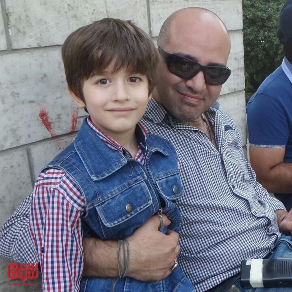 شهرام شاه حسینی و حسام رحیمی منش در پشت صحنه سریال «هشت و نیم دقیقه»