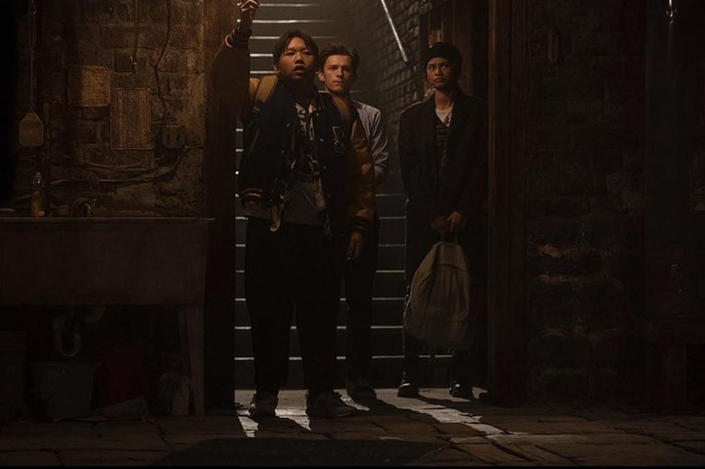تام هالند، زندیا کلمن و جیکوب باتالون در فیلم سینمایی «مرد عنکبوتی: راهی به خانه نیست» (Spider-Man: No Way Home)
