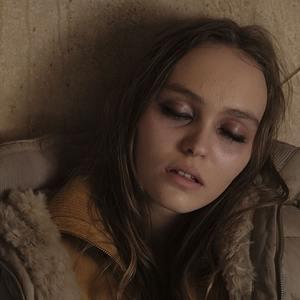 لیلی رز دپ در فیلم «بحران» (Crisis)