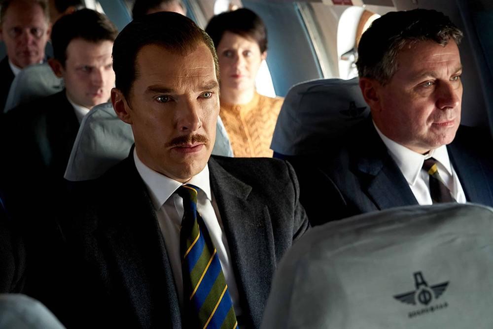 بندیکت کامبربچ در نمایی از فیلم سینمایی «The Courier» (پیک)