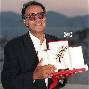 عباس کیارستمی برنده نخل طلای جشنواره فیلم کن در سال ۱۹۹۷ برای فیلم طعم گیلاس