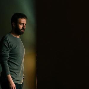 حسام محمودی در سریال «آنها» اپیزود «نون و پنیر آوردیم»