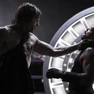 عمری هاردویک و ریچارد سترون در فیلم سینمایی «ارتش مردگان» (Army of the Dead)