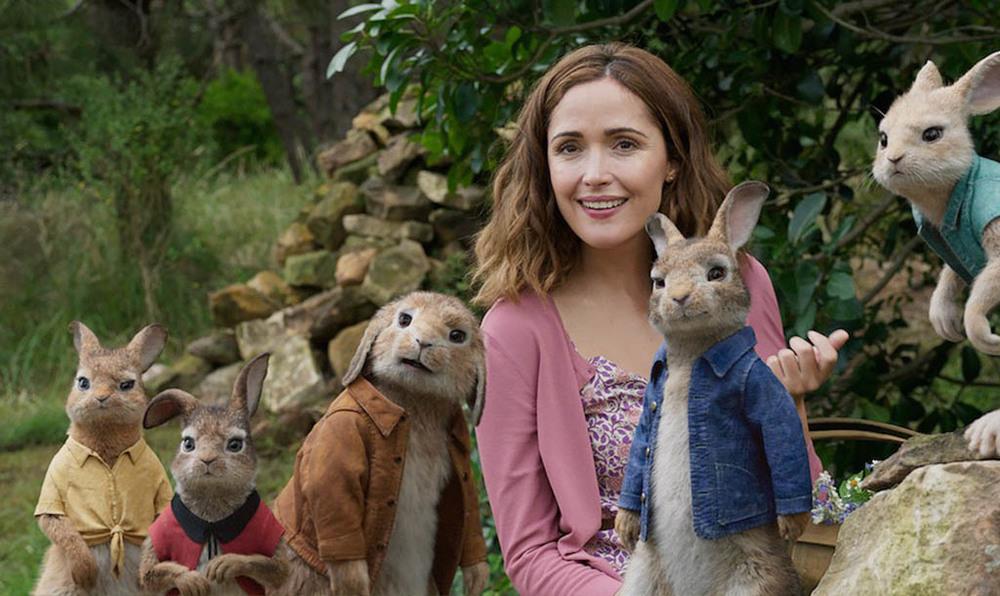 رز بیرن و جیمز کوردن در «پیتر خرگوشه 2: فراری» (Peter Rabbit 2: The Runaway)