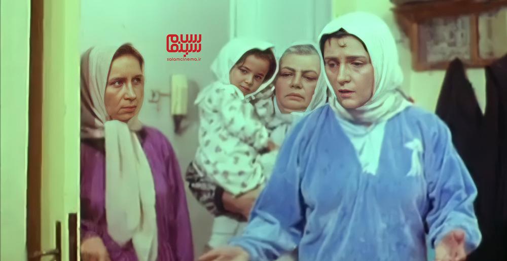 گلاب آدینه، حمیده خیرآبادی و تامارا رشیدی نوید در فیلم «زرد قناری»