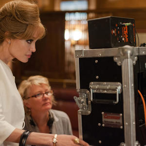 آنجلینا جولی در پشت صحنه فیلم «کنار دریا»
