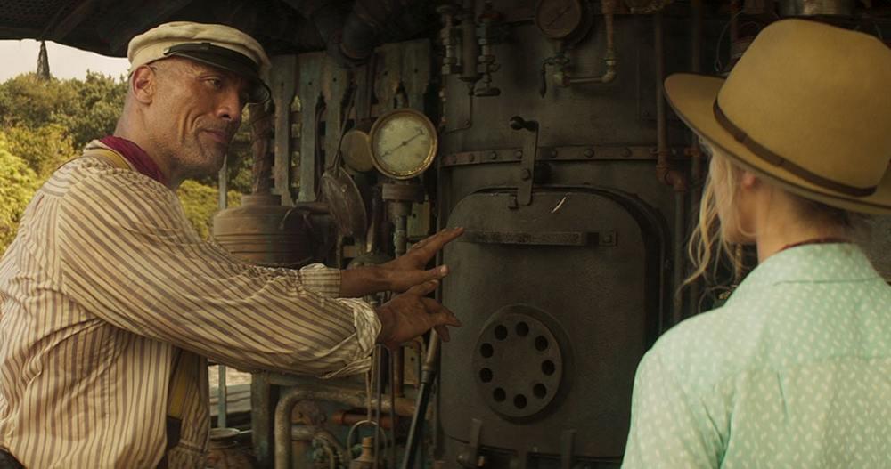دواین جانسون و امیلی بلانت در نمایی از «جنگل کروز» (Jungle Cruise)