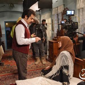 سام قریبیان و رزیتا غفاری در پشت صحنه سریال «کلبه ای در مه»